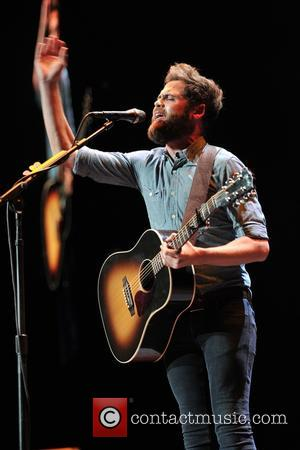 Mike Rosenberg - Passenger performing live in concert at Hollywood Casino Amphitheatre - Tinley Park, Illinois, United States - Wednesday...