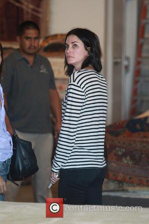 Courteney Cox - Courteney Cox in a striped top, goes shopping for carpets in West Hollywood - Los Angeles, California,...