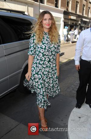 Drew Barrymore - Drew  Barrymore arrives at Kiss FM - London, United Kingdom - Thursday 17th September 2015