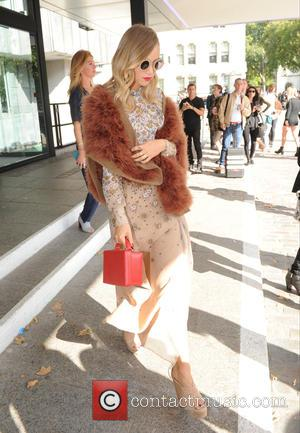 Suki Waterhouse - LFW Spring/Summer 2016 - Topshop Unique - Departures - London, United Kingdom - Sunday 20th September 2015
