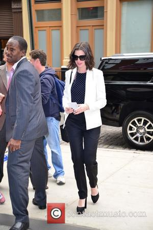 Anne Hathaway - Anne Hathaway returning to her hotel in New York - Manhattan, New York, United States - Tuesday...