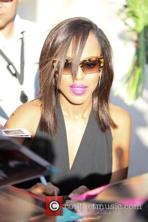 Kerry Washington - Kerry Washington seen signing for fans at ABC studios for Jimmy Kimmel Live at Hollywood - Los...