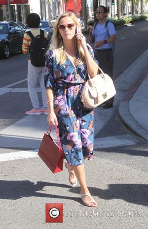 Reese Witherspoon - Reese Witherspoon wearing a blue floral dress goes shopping at Cartier in Beverly Hills - Los Angeles,...