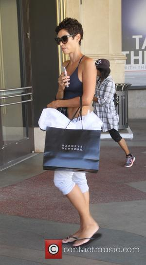 Nicole Murphy - Nicole Murphy out shopping at The Grove in Hollywood - Hollywood, California, United States - Saturday 26th...
