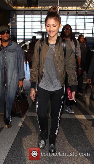 Zendaya - Zendaya Zendaya departs from Los Angeles International Airport (LAX) - Los Angeles, California, United States - Thursday 1st...