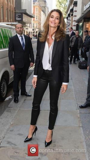 Cindy Crawford - Cindy Crawford pictured arriving at Waterstones in Piccadilly for a book signing at Waterstones, Piccadilly - London,...