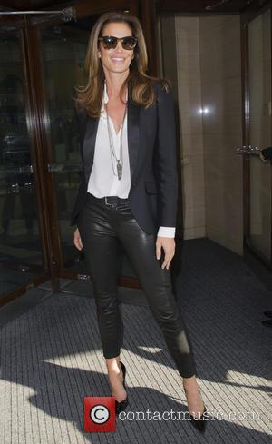 cindy crawford - Cindy Crawford seen out and about in london - London, United Kingdom - Friday 2nd October 2015