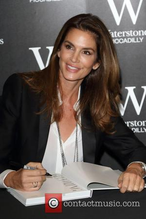 Cindy Crawford - Cindy Crawford signs copies of her new book 'Becoming', at Waterstones Piccadilly, London at Waterstones Piccadilly -...