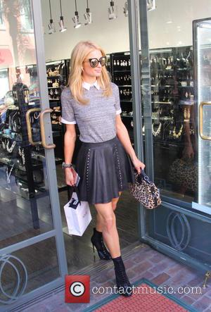 Paris Hilton - Paris Hilton shops for sunglasses at Sholè in Beverly Hills at bevrly hills - Los Angeles, California,...
