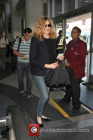 Rene Russo - Rene Russo departs from Los Angeles International Airport (LAX) with her husband Dan Gilroy - Los Angeles,...
