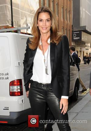 Cindy Crawford - Cindy Crawford arrives at Waterstones for her book signing - London, United Kingdom - Friday 2nd October...