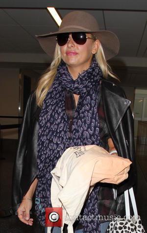 Sarah Michelle Gellar , Sarah Michelle Prinze - Sarah Michelle Gellar arrives at Los Angeles International Airport (LAX) - Los...