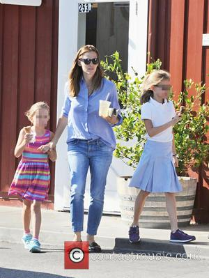 Jennifer Garner, Seraphina Affleck , Violet Affleck - Jennifer Garner treats her daughters Violet and Seraphina Affleck to ice cream...