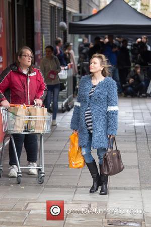 Renee Zellweger - Renee Zellweger is spotted Filming Bridget Jones at a Sainsburys store in Woolwich - London, United Kingdom...