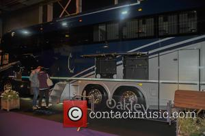 Atmosphere and Oakley Supremacy horse box