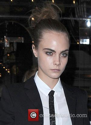 Don't Ask Cara Delevingne Or Kate Moss For A Toilet Selfie