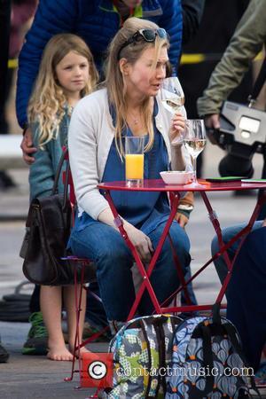 Renee Zellweger - Renee Zellweger filming the new Bridget Jones film 'Bridget Jones's Baby' in Kings Cross - London, United...