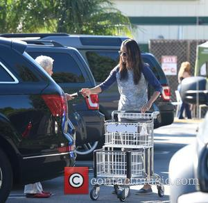 Zoe Saldana - Zoe Sandana dresses casually for a shopping trip to Whole Foods - Los Angeles, California, United States...