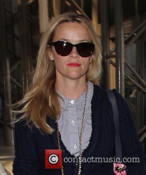 Reese Witherspoon - Reese Witherspoon arrives at Los Angeles International Airport (LAX) - Los Angeles, California, United States - Monday...