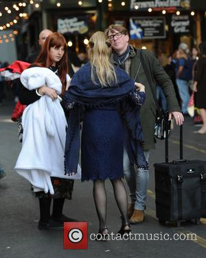 Renee Zellweger - Renee Zellweger seen filming Bridget Jones in London - London, United Kingdom - Monday 12th October 2015