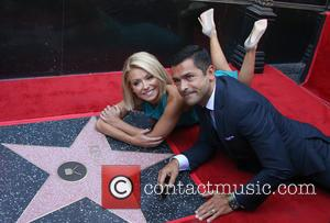 Kelly Ripa , Guest - Kelly Ripa honored with star on the Hollywood Walk Of Fame at The Hollywood Walk...