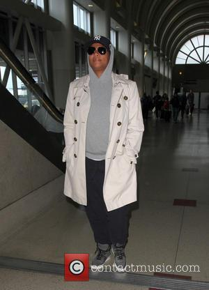 Queen Latifah - Queen Latifah arrives at Los Angeles International Airport (LAX) - Los Angeles, California, United States - Friday...