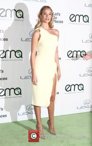 Rosie Huntington-Whiteley - 25th annual Environmental Media Awards at Warner Brother Studios Lot - Arrivals at Warner Bros. Studios -...