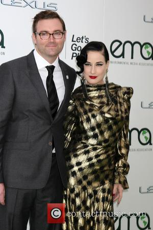 Dita Von Teese - 25th annual Environmental Media Awards at Warner Brother Studios Lot - Arrivals at Warner Brothers Studio...