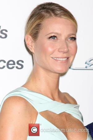 Gwyneth Paltrow - 25th annual Environmental Media Awards at Warner Brother Studios Lot - Arrivals at Warner Brothers Studio Lot...