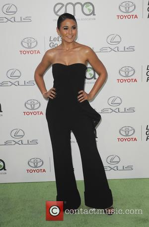 Emmanuelle Chriqui - 25th annual Environmental Media Awards at Warner Brother Studios Lot - Arrivals - Los Angeles, California, United...