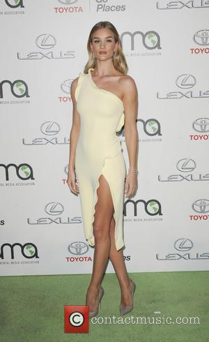Rosie Huntington-Whiteley - 25th annual Environmental Media Awards at Warner Brother Studios Lot - Arrivals - Los Angeles, California, United...