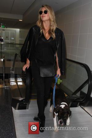 Kate Upton - Kate Upton departs on a flight from Los Angeles International Airport (LAX) - Los Angeles, California, United...