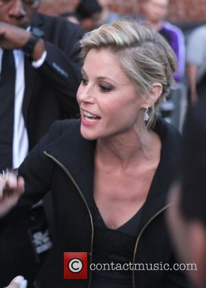 Julie Bowen - Julie Bowen greets fans as she leaves the ABC studios after her appearance on Jimmy Kimmel Live!...