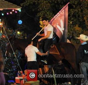 Zac Efron - Zac Efron puts on his saddle for a scene in 'Neighbors 2' filming in Los Angeles. The...
