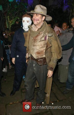 Jonathan Ross - Jonathan Ross seen outside his Halloween Party at his home chatting with Guests. - London, United Kingdom...