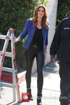 Cindy Crawford - Cindy Crawford appears on Extra at Universal Studios - Los Angeles, California, United States - Wednesday 4th...