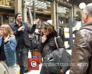 Kristen Stewart - Kristen Stewart on the set of 'Personal shopper' in Paris - Paris, France - Wednesday 4th November...