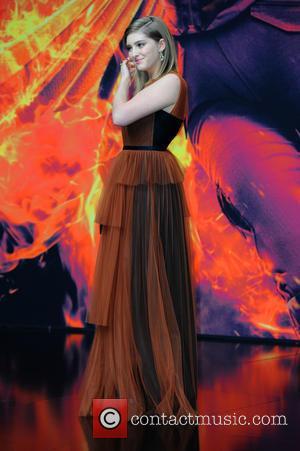 Willow Shields - World premiere of 'Die Tribute von Panem - Mockingjay Teil 2 (The Hunger Games - Mockingjay Part...