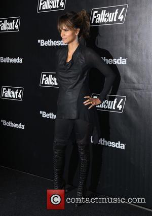 Halle Berry - 'Fallout 4' Video Game Launch Party - Arrivals - Los Angeles, California, United States - Thursday 5th...