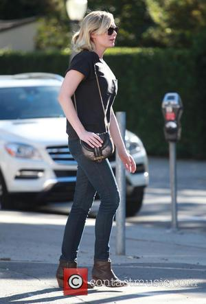 Kirsten Dunst - Kirsten Dunst goes shopping in Studio City - Los Angeles, California, United States - Saturday 7th November...