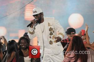 R. Kelly - 2015 Soul Train Music Awards held at Orleans Arena - Show - Las Vegas, Nevada, United States...