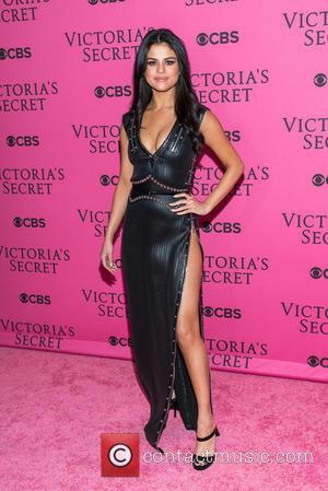 Selena Gomez - The pink carpet arrivals at the 2015 Victoria's Secret Fashion Show at Victoria's Secret - New York,...