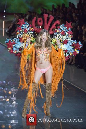 Behati Prinsloo - 2015 Victoria's Secret Fashion Show at The New York Armory - Runway at New York Armory, Victoria's...