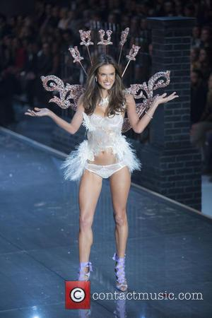 Alessandra Ambrosio - 2015 Victoria's Secret Fashion Show at The New York Armory - Runway at Victoria's Secret - New...