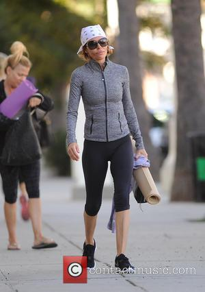 Lisa Rinna - Lisa Rinna starts the day with a yoga workout - Los Angeles, California, United States - Wednesday...