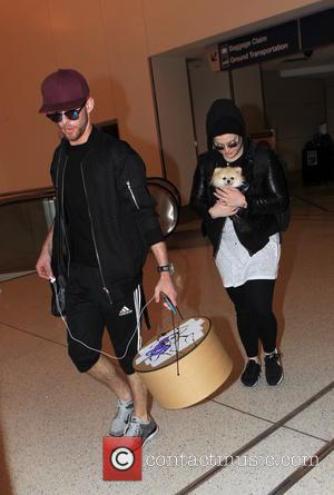 Kelly Osbourne , Jake Thompson - Kelly Osbourne arrives at Los Angeles International Airport (LAX) with her assistant Jake Thompson,...