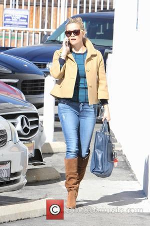 Reese Witherspoon - Reese Witherspoon out and about in Brentwood - Los Angeles, California, United States - Monday 16th November...