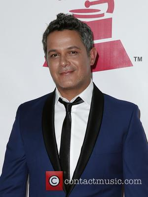 Alejandro Sanz Halts Concert To Break Up Fight