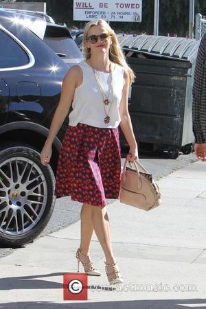 Reese Witherspoon - Reese Witherspoon out shopping in Brentwood - Los Angeles, California, United States - Thursday 19th November 2015