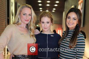 Mona, Lea Marlen Woitack and Janina Uhse